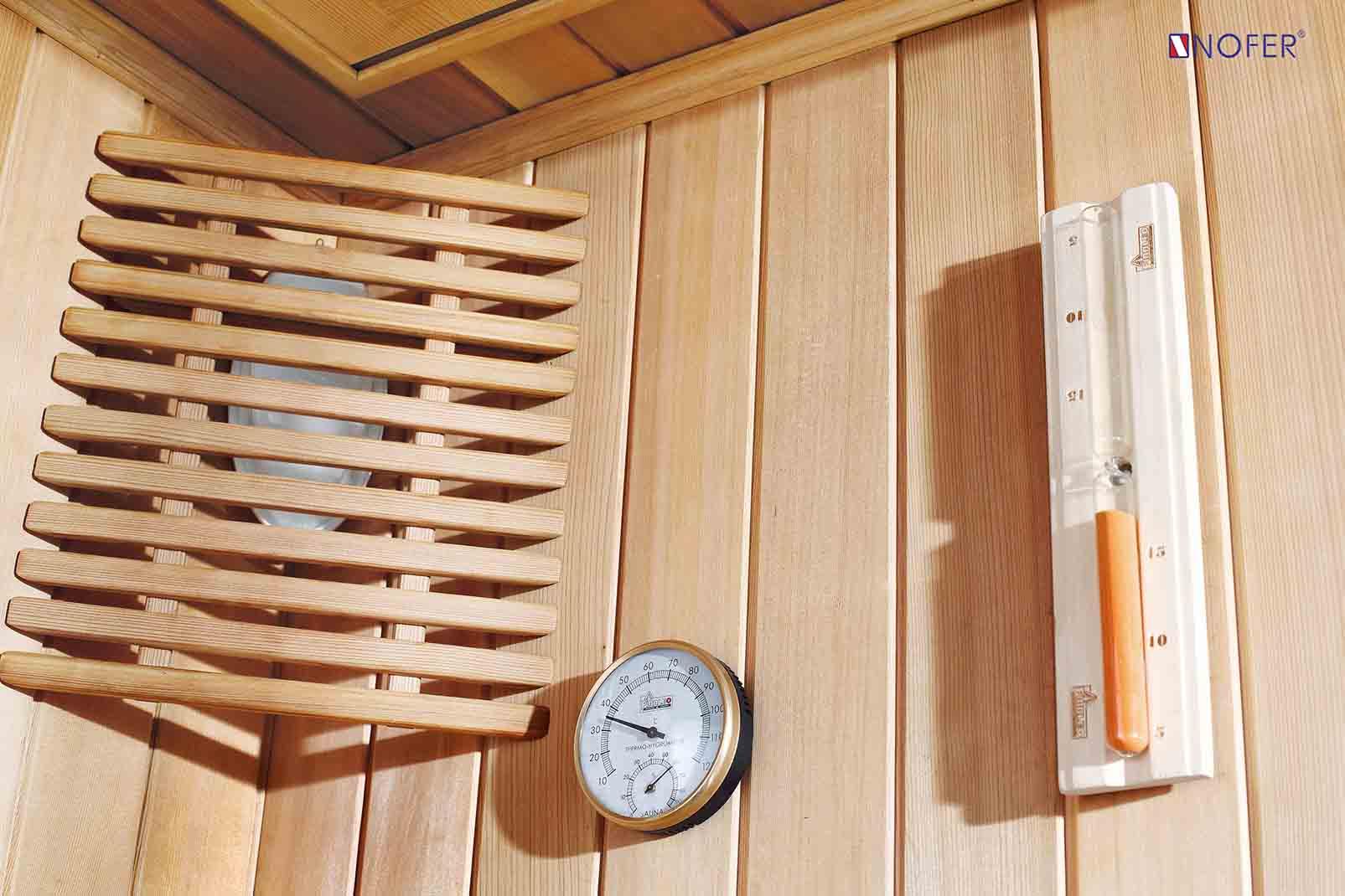 Nhiệt kế, nhiệt ẩm được lắp đặt trong phòng