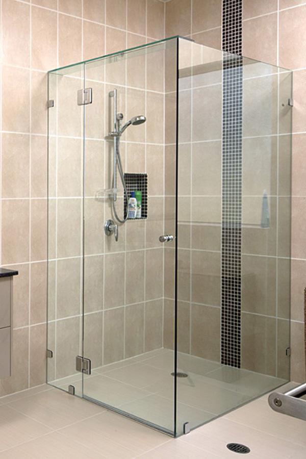 Phòng tắm vách kính 90 độ