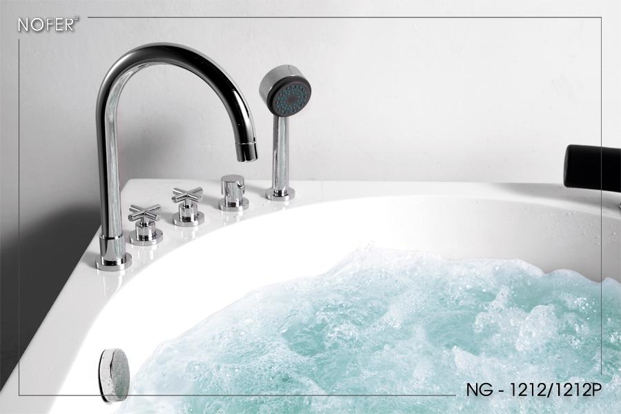 Vòi cấp nước, sen tay, và các van điều chỉnh trên thành bồn tắm