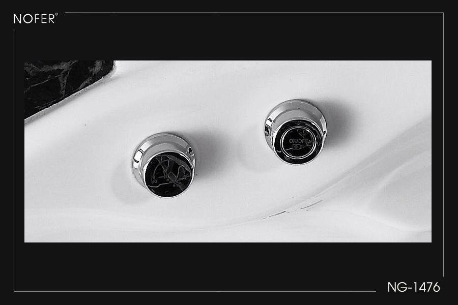 Nút khởi động và điều chỉnh các chức năng của bồn tắm massage