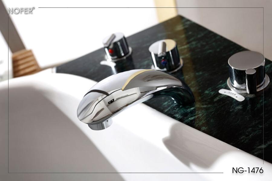 Tấm đá nhân tạo lót dưới vòi cấp nước, sen và các van điều chỉnh