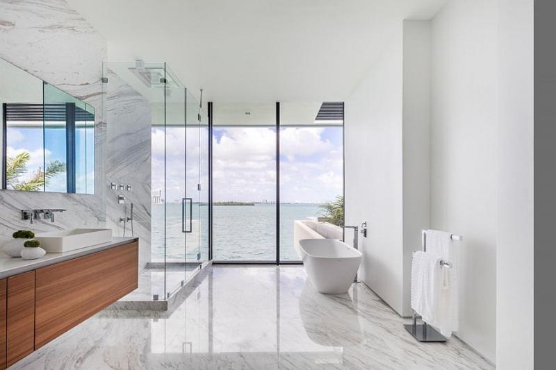 Phòng tắm minimalism tận dụng tối đa nguồn sáng tự nhiên.